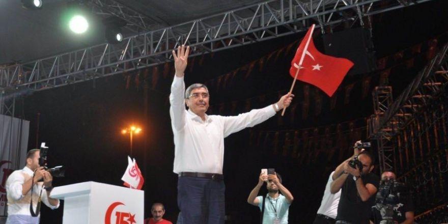 Başkan Özkeçeci'de Demokrasi Meydanında