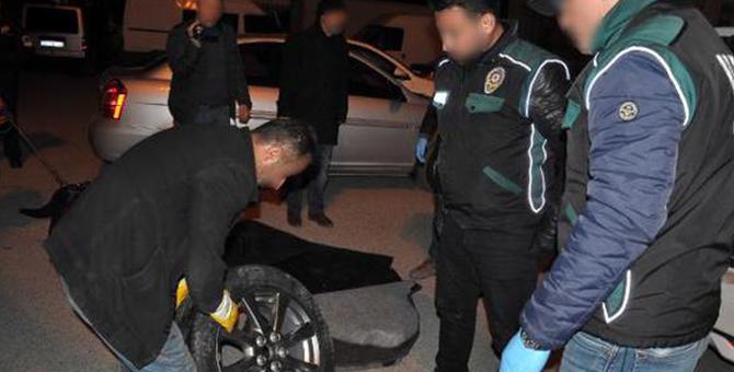 Otomobilin lastiğinden 5 kilo uyuşturucu çıktı