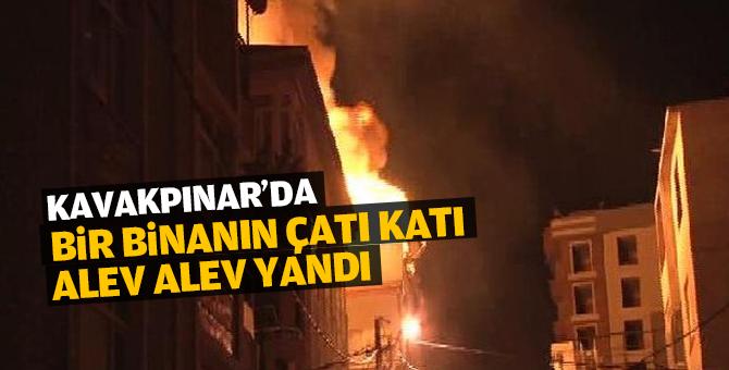 Kavakpınar'da bir binanın çatı katı alev alev yandı
