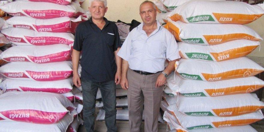 Hisarcık'ta hayvan üreticileri, TKK yemlerini tercih ediyor