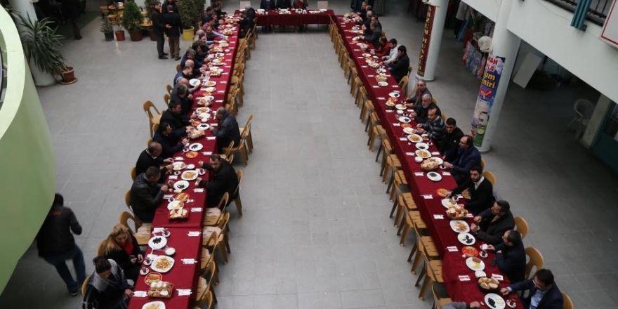 Başkan Başsoy, güne Büyük Çarşı esnafı ile başladı