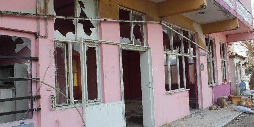 Kamu kurumlarına ait atıl durumdaki binalar tehlike saçıyor