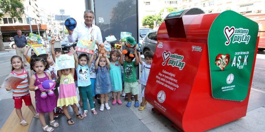 Çocuklar 15 bin kitap ve oyuncak bağışladı