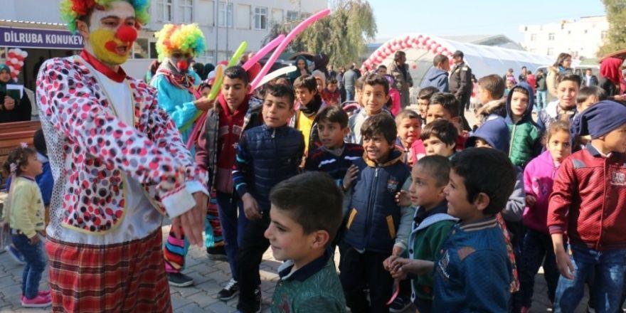Suriyeli yetimler eğlencenin tadını çıkardı