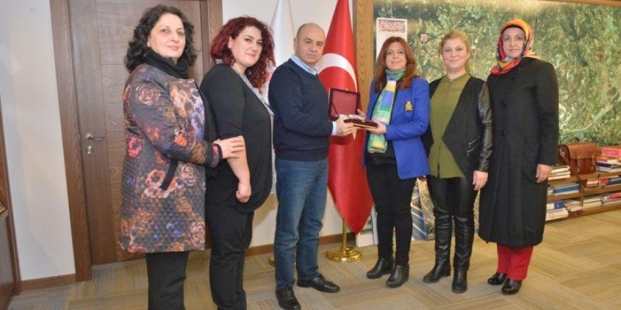 Başkan Mehmed Ali Saraoğlu'ndan Güçlü Kadınlar Derneğine destek