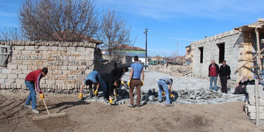 Develi'de köylerde parke çalışmaları devam ediyor