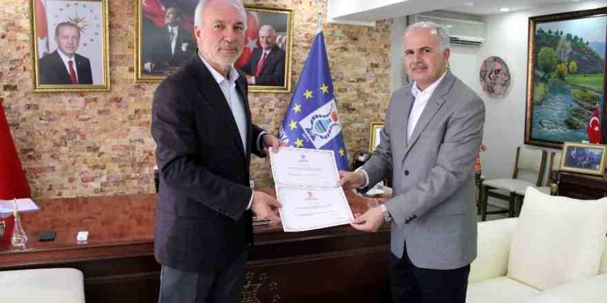 Başkan Kamil Saraçoğlu, Diyanet Vakfı'na 2 hisse kurban bağışında bulundu