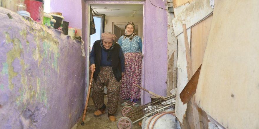 82 yaşında cami nöbeti tutan Fatma Sazan'ın kızı konuştu