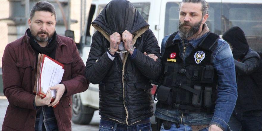 Uyuşturucu sattıkları iddia edilen 2 kişi yakalandı