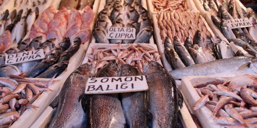 Balıklar tezgahları doldurdu, fiyatlar yarı yarıya düştü