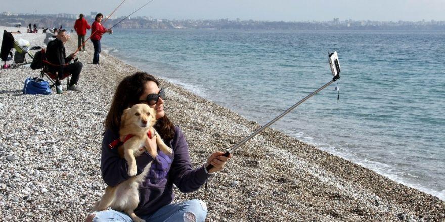 Antalya'da 'kış güneşi' keyfi