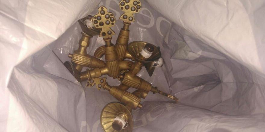 Camilere dadanan musluk hırsızı yakalandı