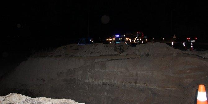 Kaza mahalline giden asker yoldaki dev çukura düştü