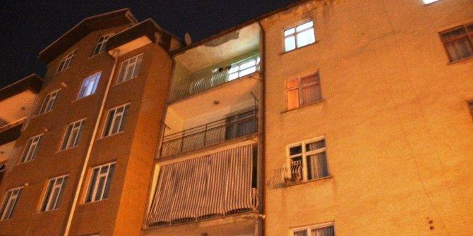 Balkondan düşen 3 yaşındaki çocuk hayatını kaybetti