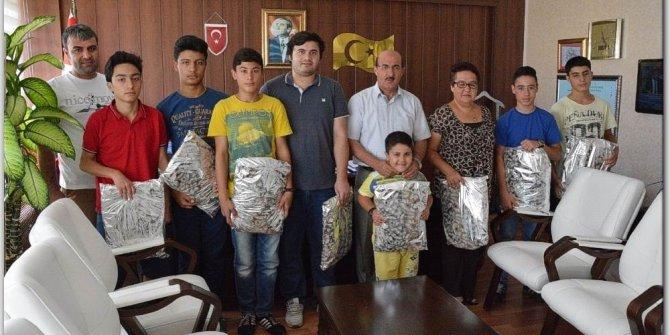 Satranç turnuvasında başarılı olan öğrencilere hediye