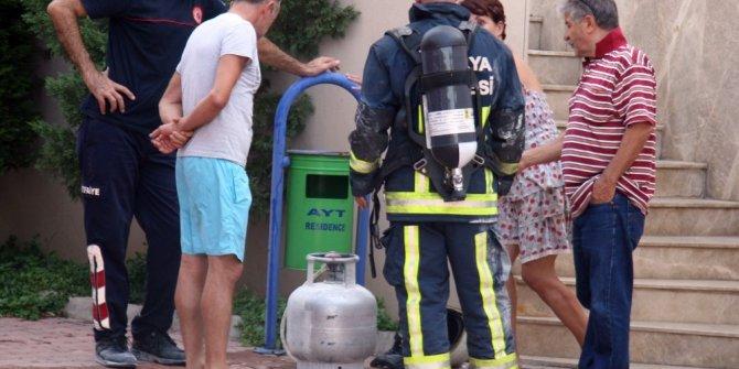 Tüp patlamasından çıkan yangını apartman görevlisi söndürdü