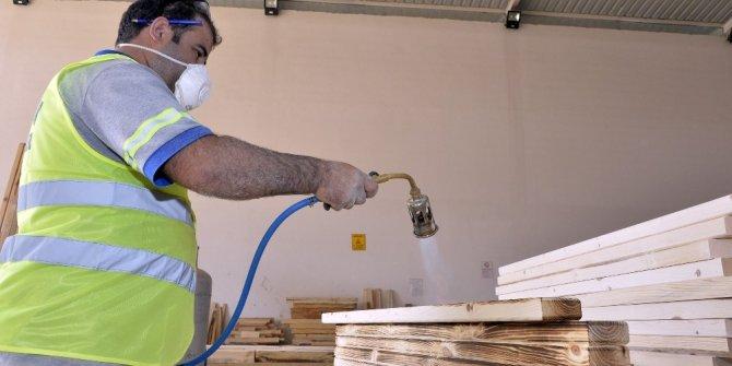Büyükşehir'in marangoz atölyesi kentin havasını değiştiriyor