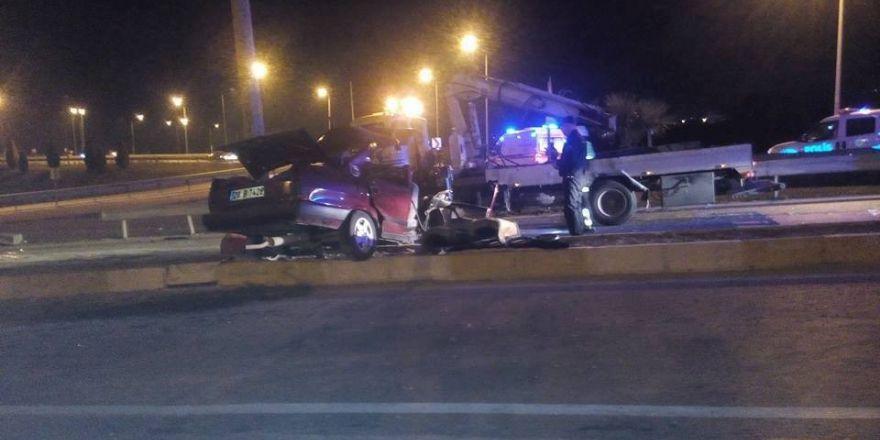 Denizli'de otomobil önce araca, sonra direğe çarptı: 1 ölü, 5 yaralı