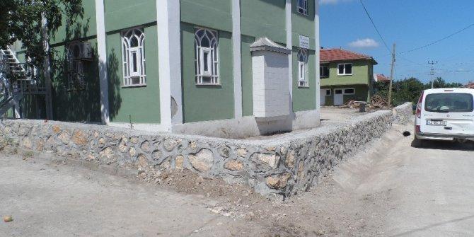 Belediyeden Sapakpınar ve Ortaburun'a taş duvar