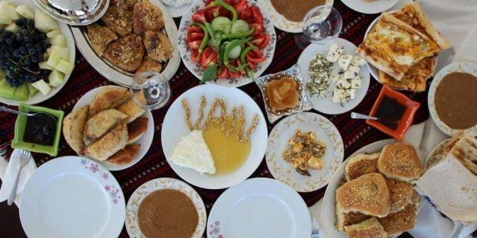 'Mavi Fularlılar' Van kahvaltı kültürünü tanıttı