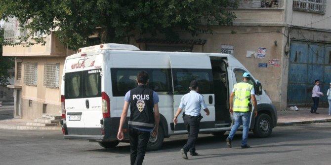 Okulların çevresinde polis uygulama yapıyor