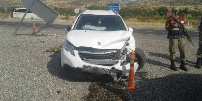 Gölbaşı'nda 2 otomobil çarpıştı: 4 Yaralı