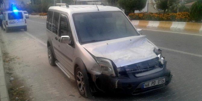 Hafif ticari araç at arabasına çarptı