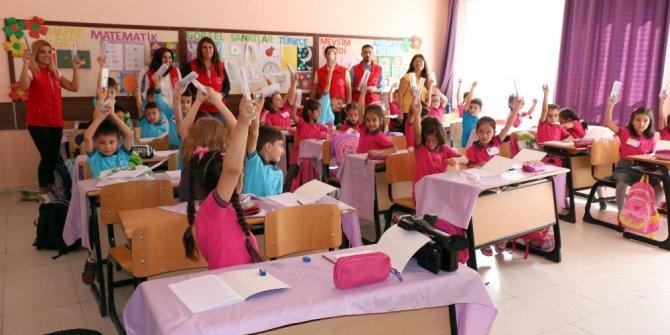 Yozgat'ta öğrencilere kalem seti dağıtıldı