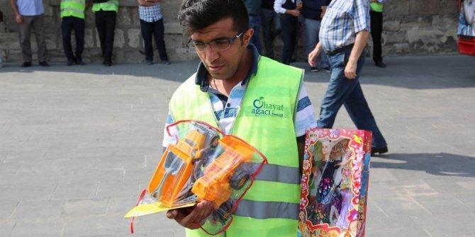Sivas'tan Suriyeli çocuklara oyuncak yardımı