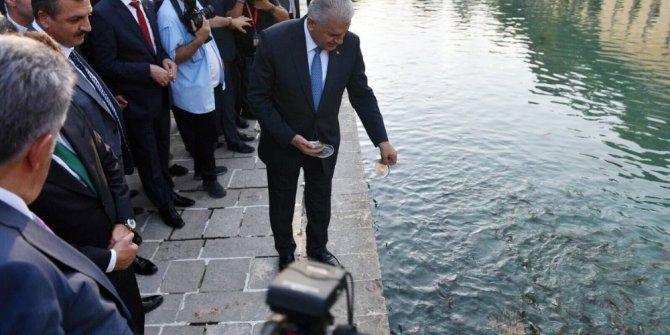 Başbakan Yıldırım Balıklıgöl'ü ziyaret etti