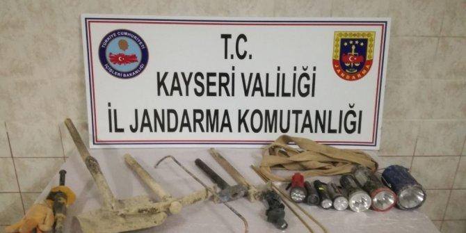 Kaçak kazı yapan 6 kişi yakalandı
