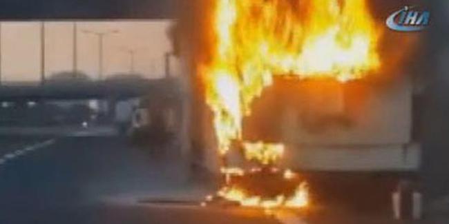 TEM'de yolcu otobüsü alev alev yandı..Trafik kilit