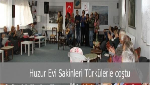 Soğanlık Kızılay Huzur Evi Sakinleri Türkülerle coştu