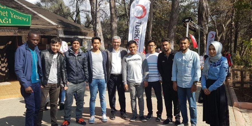 Misafir öğrenciler Kızılay'la buluştu