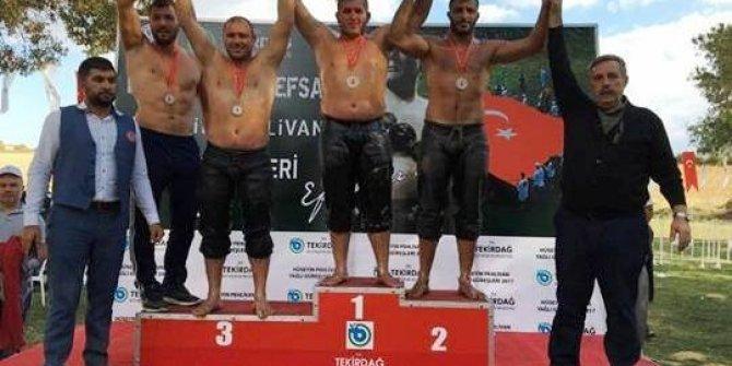 Körfezli güreşçiler madalyayla döndü