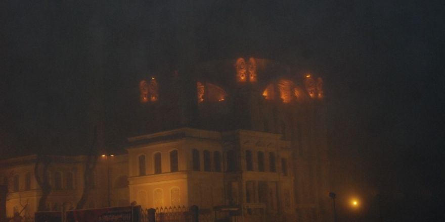 İstanbul Boğazı sis altında