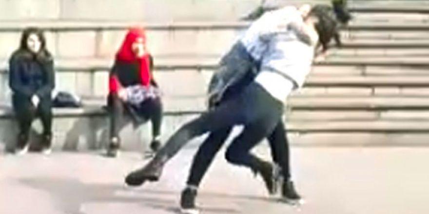 Liseli kızların kavgasını arkadaşları böyle görüntüledi