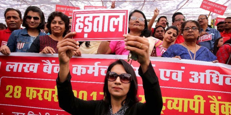 Hindistan'da banka çalışanları genel grevde