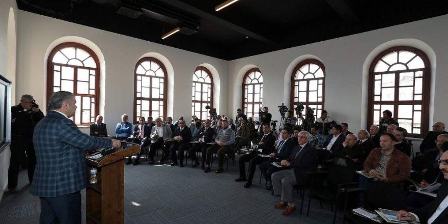 Başkan Çelik Büyükşehir Stratejik Araştırmalar Merkezi'ni tanıttı