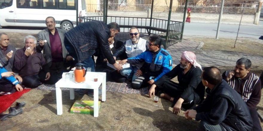 Türk vatandaşları ile Suriyeli mülteciler parkta buluştu