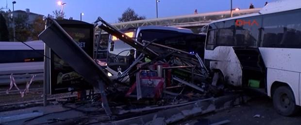 Metrobüs yolunda Feci Kaza Seferler Aksıyor