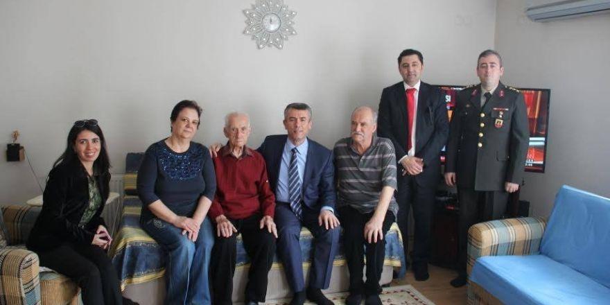 Edremit Kaymakam Ali Sırmalı, şehit ailelerini ve gazileri ziyaret etti