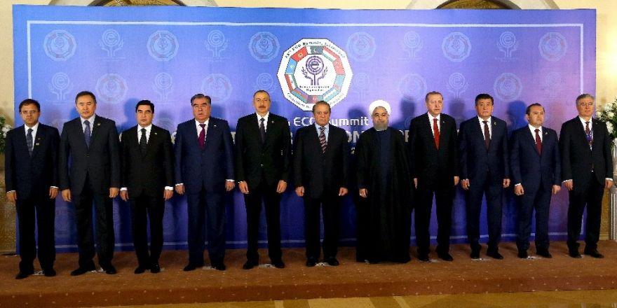 Erdoğan, İslamabad'da aile fotoğrafında yer aldı
