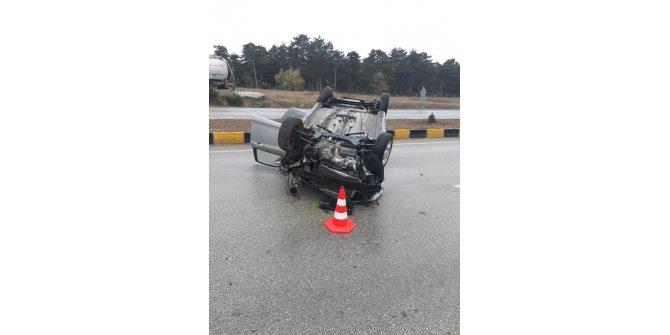 Kastamonu'da kayganlaşan zeminde otomobil takla attı: 2 yaralı