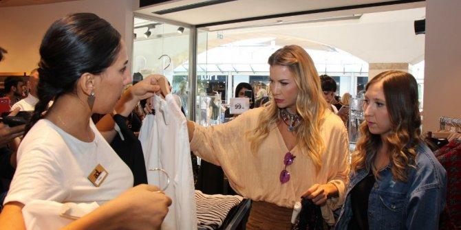 Ivana Sert Mersin'de alışveriş arkadaşını kendisi seçti