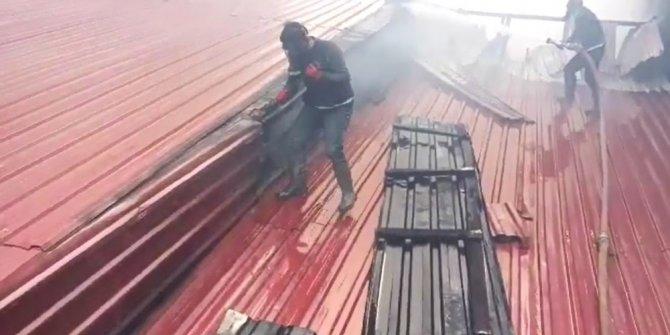 Doğubayazıt'ta fırının çatısında çıkan yangın korkuttu