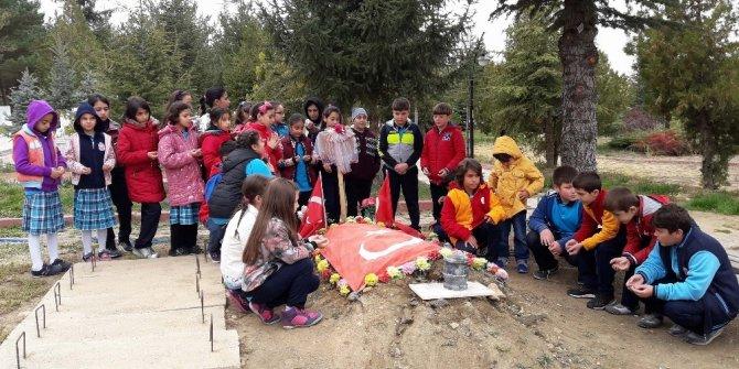 Yozgat'ta öğrenciler şehitliği ziyaret etti