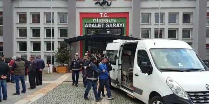 Ağlayarak adliyeye gelen 10 muvazzaf asker tutuklandı