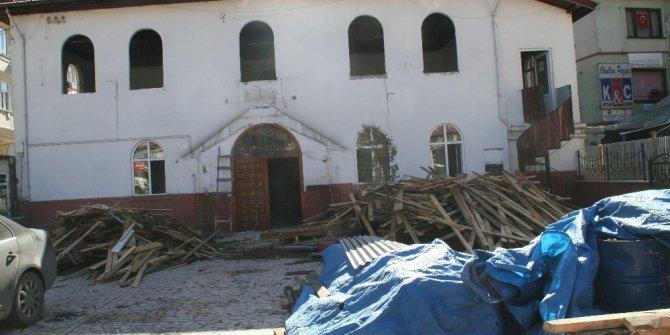 Devrek'te tarihi cami onarım nedeniyle ibadete kapandı