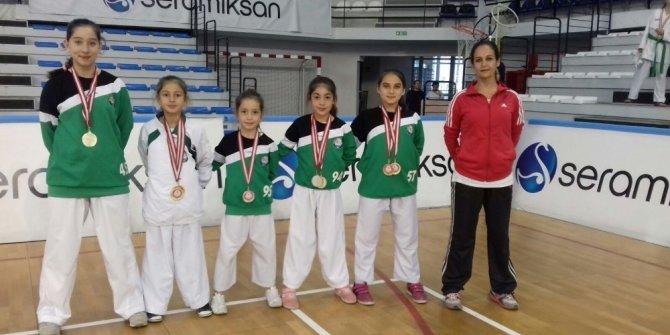 Salihli Belediyesi Karate takımı Manisa şampiyonu oldu